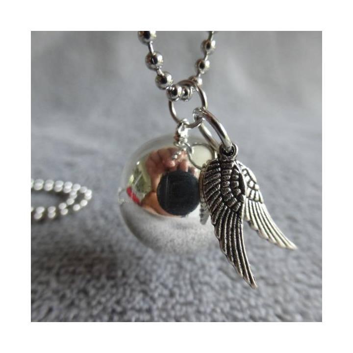 Bola de grossesse lisse argenté, avec deux breloques ailes d'anges