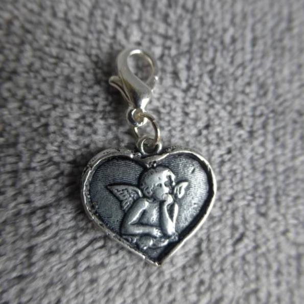 Mousqueton charms médaille cœur avec un ange