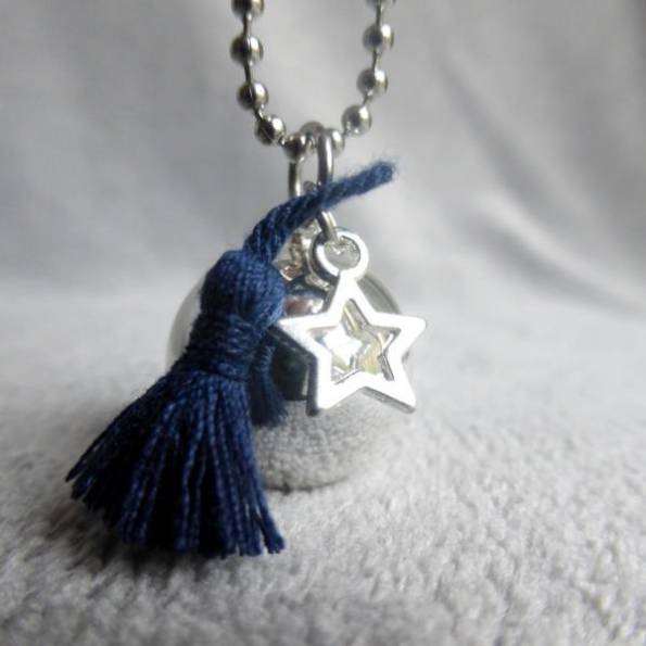 Bola lisse argenté pompon bleu marine et étoile