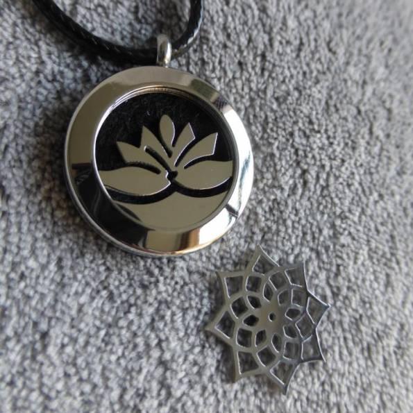 Pendentif diffuseur de parfum DUO lotus et rosace