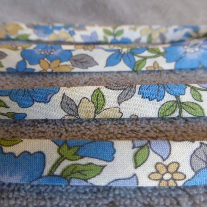 Ruban Liberty, en coton, modèle « Bleu grosses fleurs »