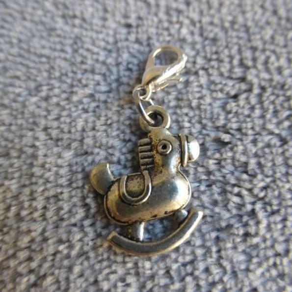 Mousqueton charms cheval à bascule - thème bébé