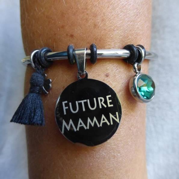 """Bracelet Médaille Gravée """"Future Maman"""" - Couleurs au choix"""