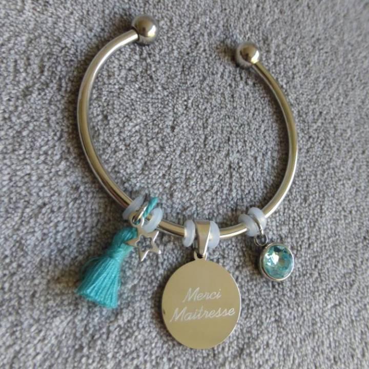 """Bracelet Médaille Gravée """"Merci Maitresse"""" - Couleurs au choix"""